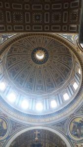 vue interieure de la coupole de la basilique saint pierre