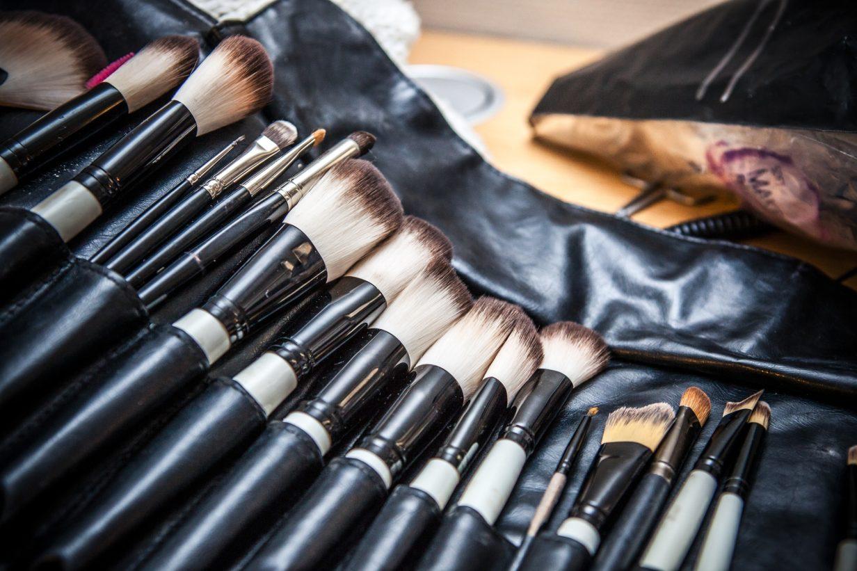 nettoyer les pinceaux de maquillage avec des produits naturels