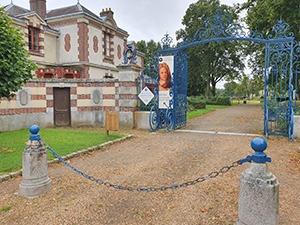 entree du parc et office de tourisme de La Ferte vidame